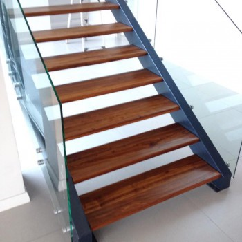 Kiaat staircase - open tread in steel stringer